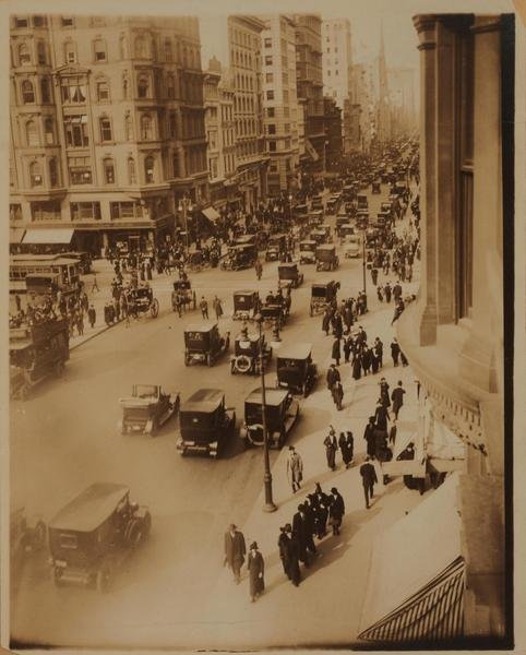 Fifth avenue and 42nd street 1910.jpg
