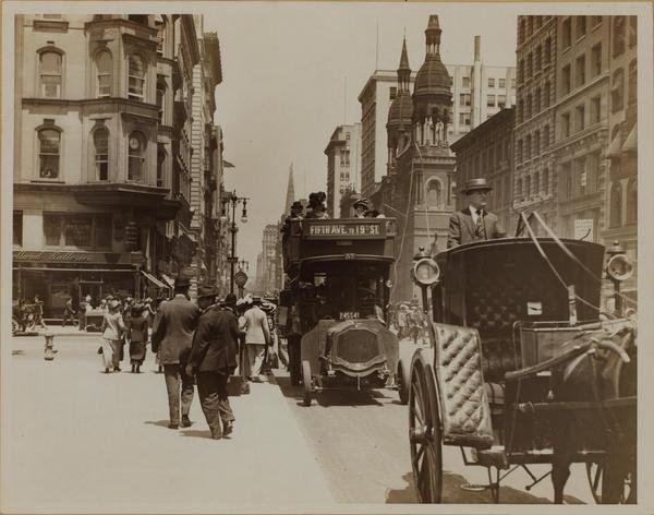 Fifth avenue and 42nd street 1912.jpg