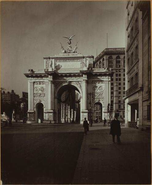 The victory arch on fifth avenue and 25th street 1918.jpg
