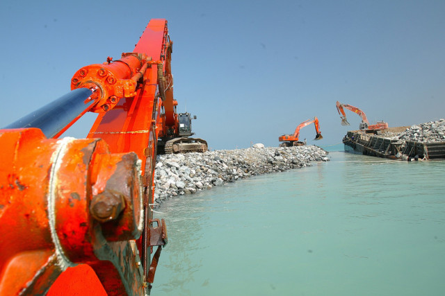 Rs2282_dubai_ _palm_island_ii_ _2002 2009_ _breakwater_construction_0.jpg