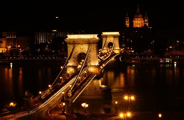 Chain_bridge_pixabay.com_.jpg
