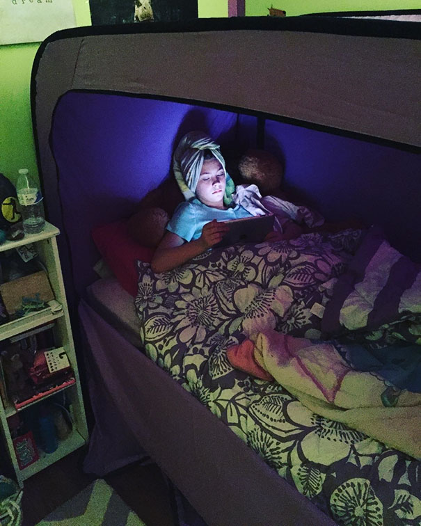 Tent bed privacy pop 3.jpg