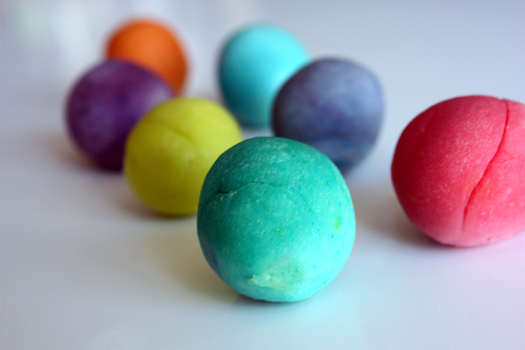 play dough balls via 3polkadots