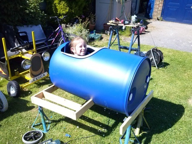 Plastic barrel derby cart 3 640x480.jpg