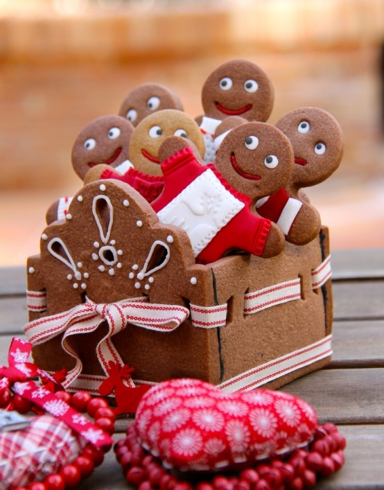 Delicious gingerbread christmas home decorations 15 554x707.jpg