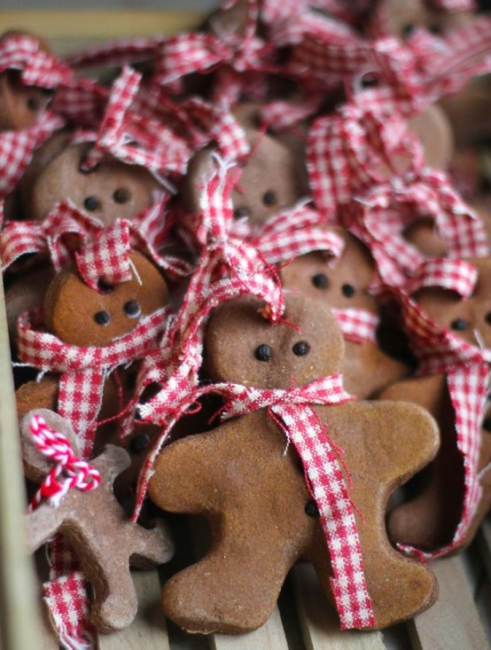 Delicious gingerbread christmas home decorations 29 554x733.jpg