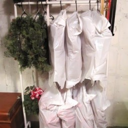 Gallery 1450124758 hanging wreath storage.jpg
