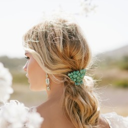 15 ways to rock a pony tail on your wedding12.png