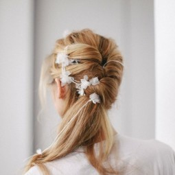 15 ways to rock a pony tail on your wedding2.jpg