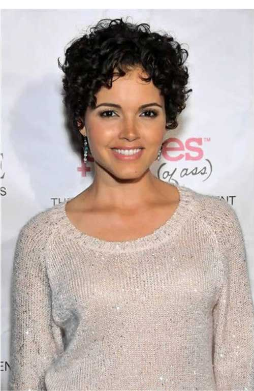 30 curly hairstyles for short hair 1.jpg