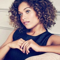 30 curly hairstyles for short hair 12.jpg