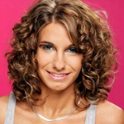 30 curly hairstyles for short hair 13.jpg