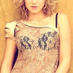 30 curly hairstyles for short hair 24.jpg