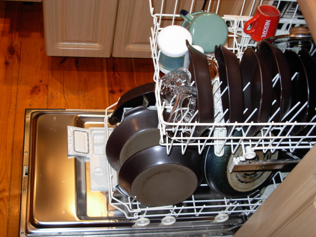 Dishwasher_with_dishes.jpg