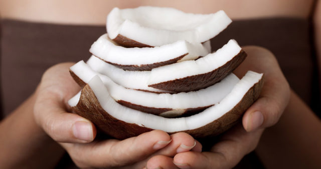 Coconut oil hair mask 810x426.jpg