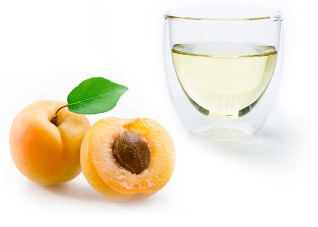 Image apricot kernel oil glass.jpg