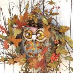 Metal owl wreath.jpg