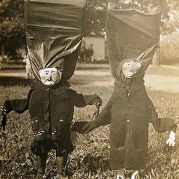 Scary vintage halloween creepy costumes 11 57f6494881cbd__605.jpg