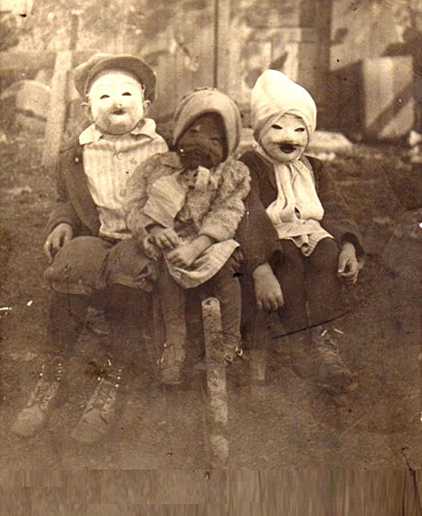 Scary vintage halloween creepy costumes 12 57f6494aba1cc__605.jpg