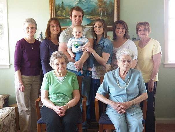 Family portrait different generations in one photo 261__605.jpg
