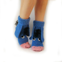 Winter knit gift ideas keep warm hats mittens slippers 53 58259e4f80d2d__605.jpg