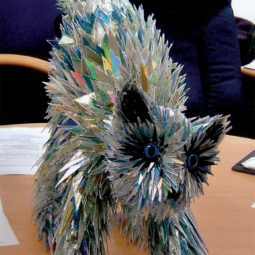 Cd animal sculptures recycled art sean avery 54 5885c8e585b57__700.jpg