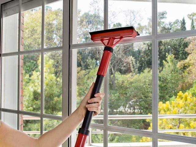 How to clean windows 248064103 768.jpg