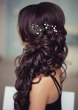 2b65e057b848 TOP svadobné účesy na rok 2018. Long wedding hairstyles with headpieces for  2017.jpg