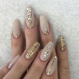 Nude glitter wedding nails for brides 40.jpg