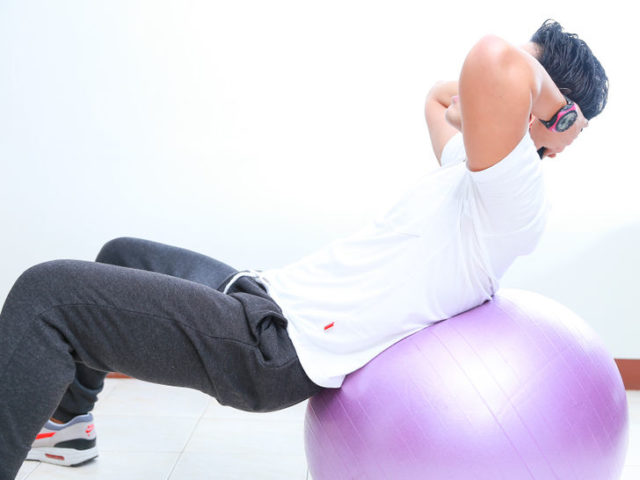 728px nowatermark do sit ups with an exercise ball step 4 version 2.jpg