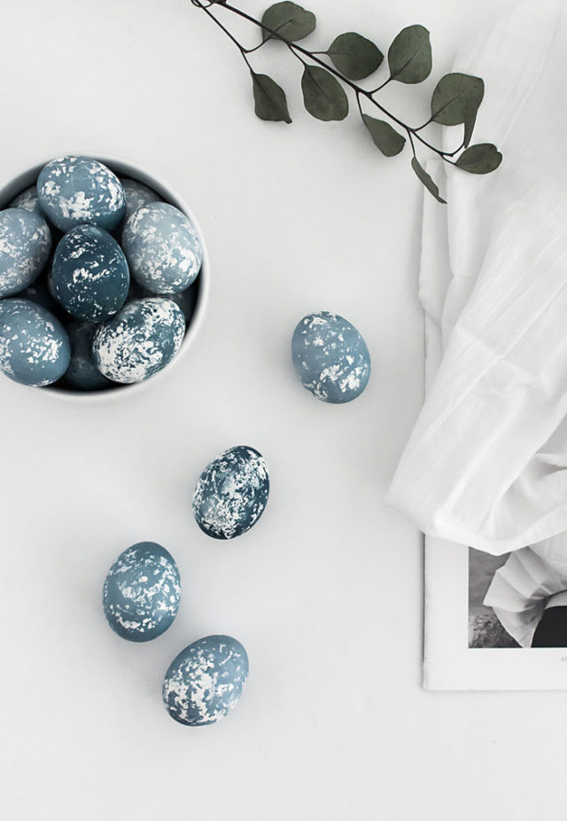 Post_diy naturally dyed speckled easter eggs 2.jpeg