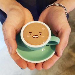 Artistic barista from korea who draws art on coffee 5912bed1b7e50__700.jpg