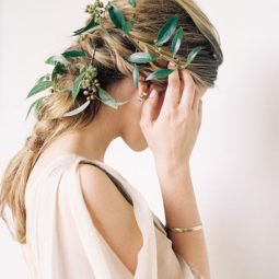 Natural and organic wedding hairstyle via megan robinson photography.jpg