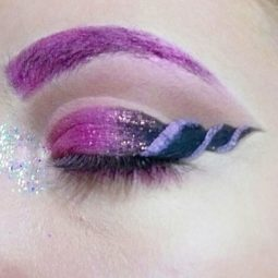 Unicorn eyeliner makeup 2 59534218402f8__700.jpg