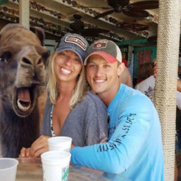 Funny engaged couple photobomb photoshop request camel 595534ffb5a7e__605.jpg