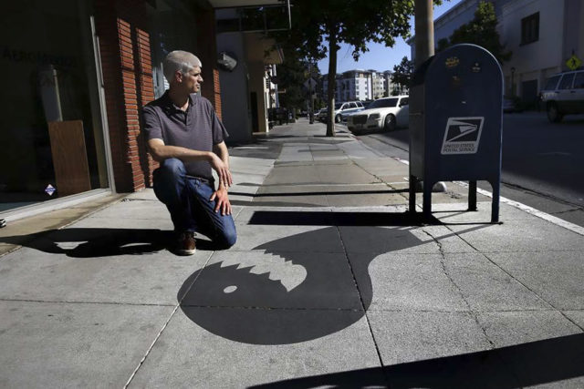 Fake shadow street art damon belanger redwood california 2 599bf26952035__880.jpg