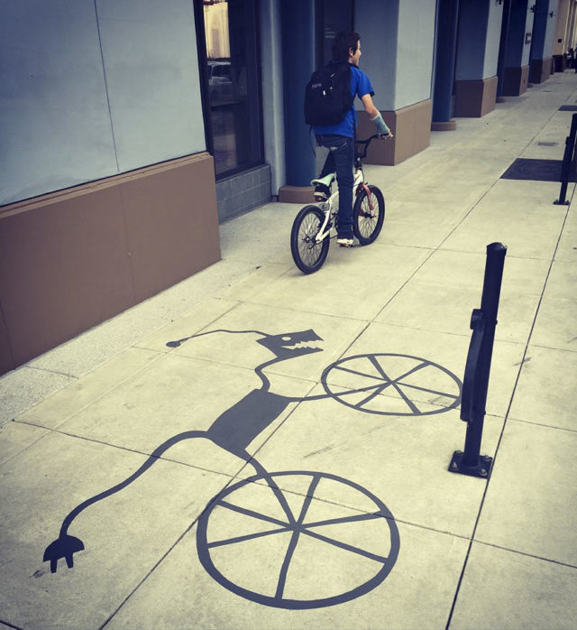 Fake shadow street art damon belanger redwood california 22 599bf28d167cf__880.jpg
