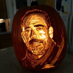 Artist uses pop culture as a theme to sculpt his pumpkins 59e082f2d1047__700.jpg