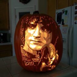 Artist uses pop culture as a theme to sculpt his pumpkins 59e082f5b46a8__700.jpg
