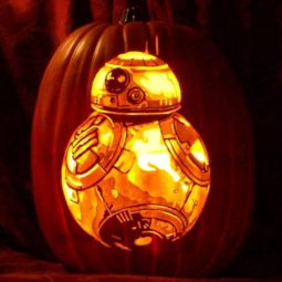 Artist uses pop culture as a theme to sculpt his pumpkins 59e082fbb9800__700.jpg