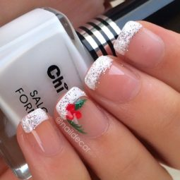 Pretty nails design ideas for christmas 2017 7.jpg