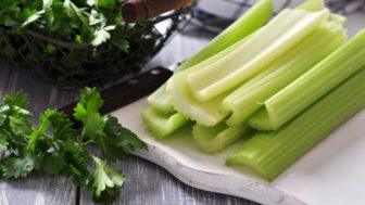 Vine vera foods that fight bloating celery 785x521.jpg