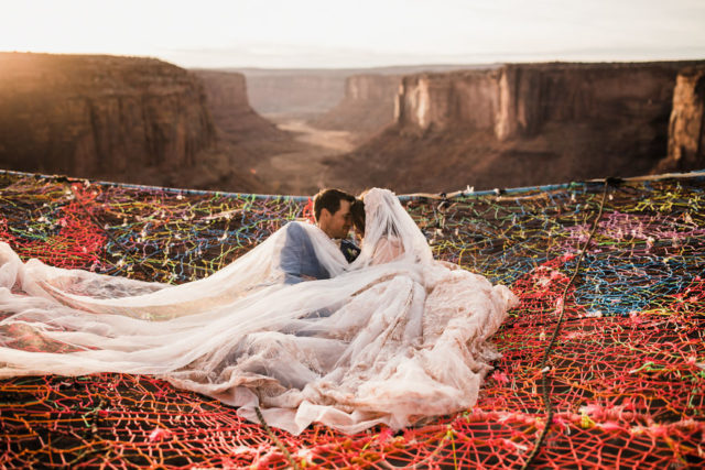 Marriage done at 120 meters high will take your breath away 5a65abf8c6dca__880.jpg