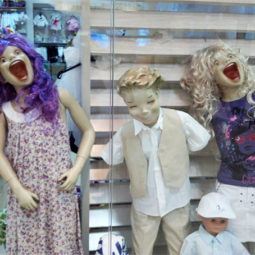 Funny mannequins 17 5ab3a6afc8e9a__605.jpg