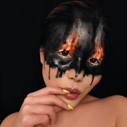 Makeup artist back to amazing the internet with her incredible makeup new pics 5aaf1c7985d97__880.jpg