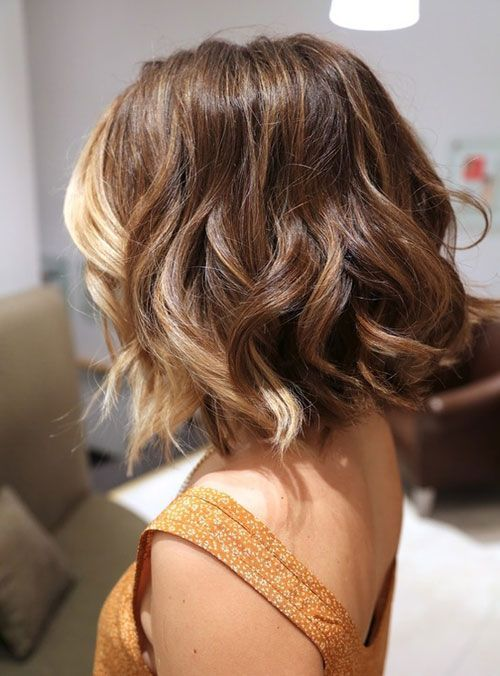 Short haircuts for women with wavy hair.jpg