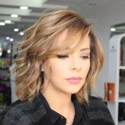 Short layered haircuts for wavy hair.jpg