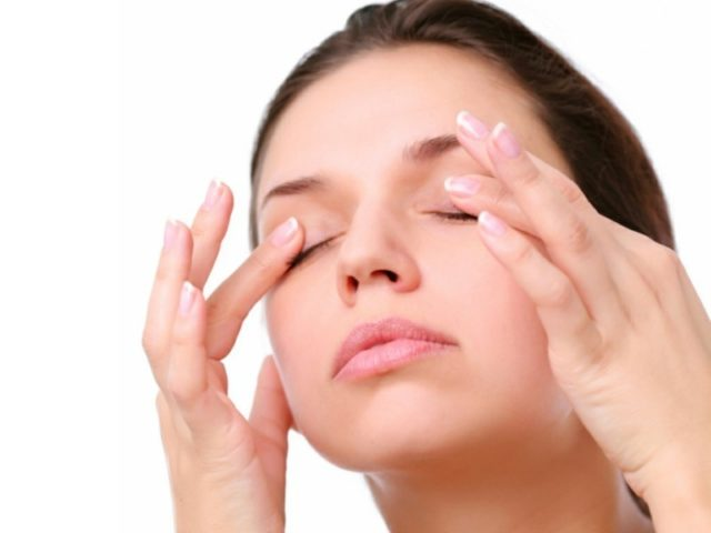 Swollen eye health advice beauty tips.jpg