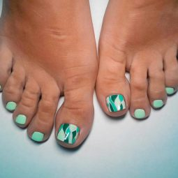 Toe nail art ideas green abstracted.jpg