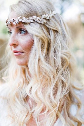 Wedding hairstyle trends blond curls locksbyleslie 334x500.jpg